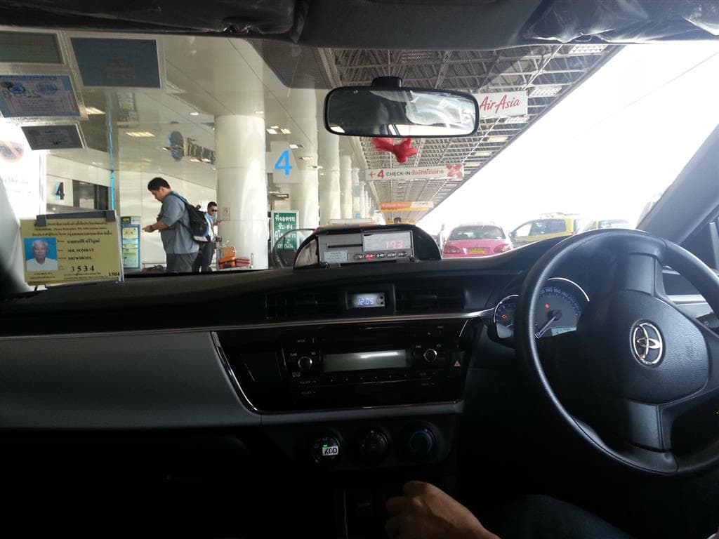 What Does A Car Service Charge From Airport To Hotel